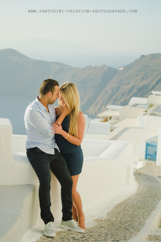 Santorini-honeymoon-photoshoot-lifestye-stylish-002