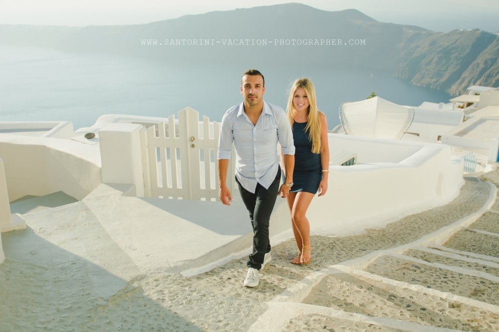 Santorini-honeymoon-photoshoot-lifestye-stylish-003