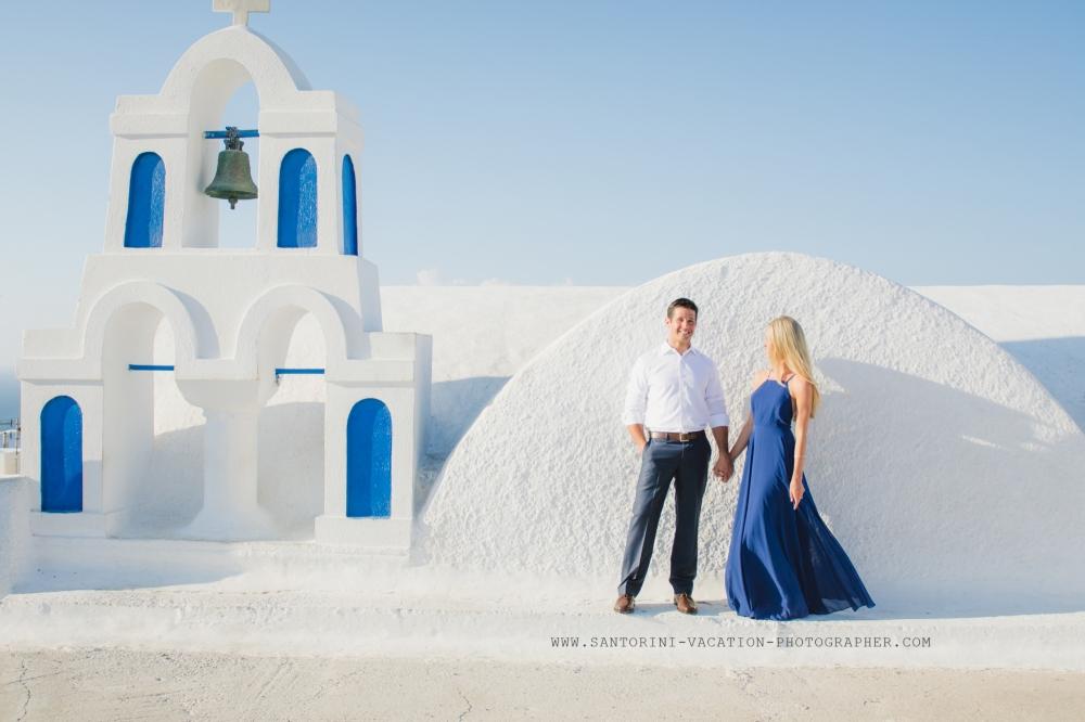 Santorini-Oia-village-photo-session-blue-church-domes-post-wedding-002