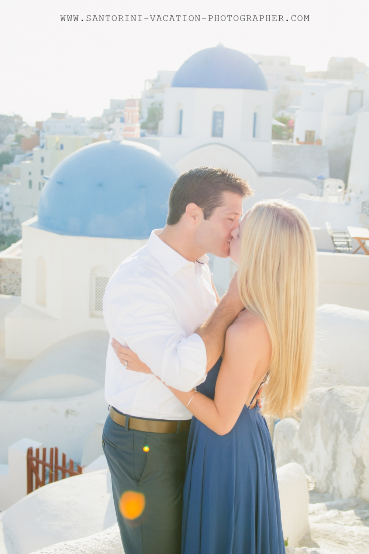 Santorini-Oia-village-photo-session-blue-church-domes-post-wedding-004