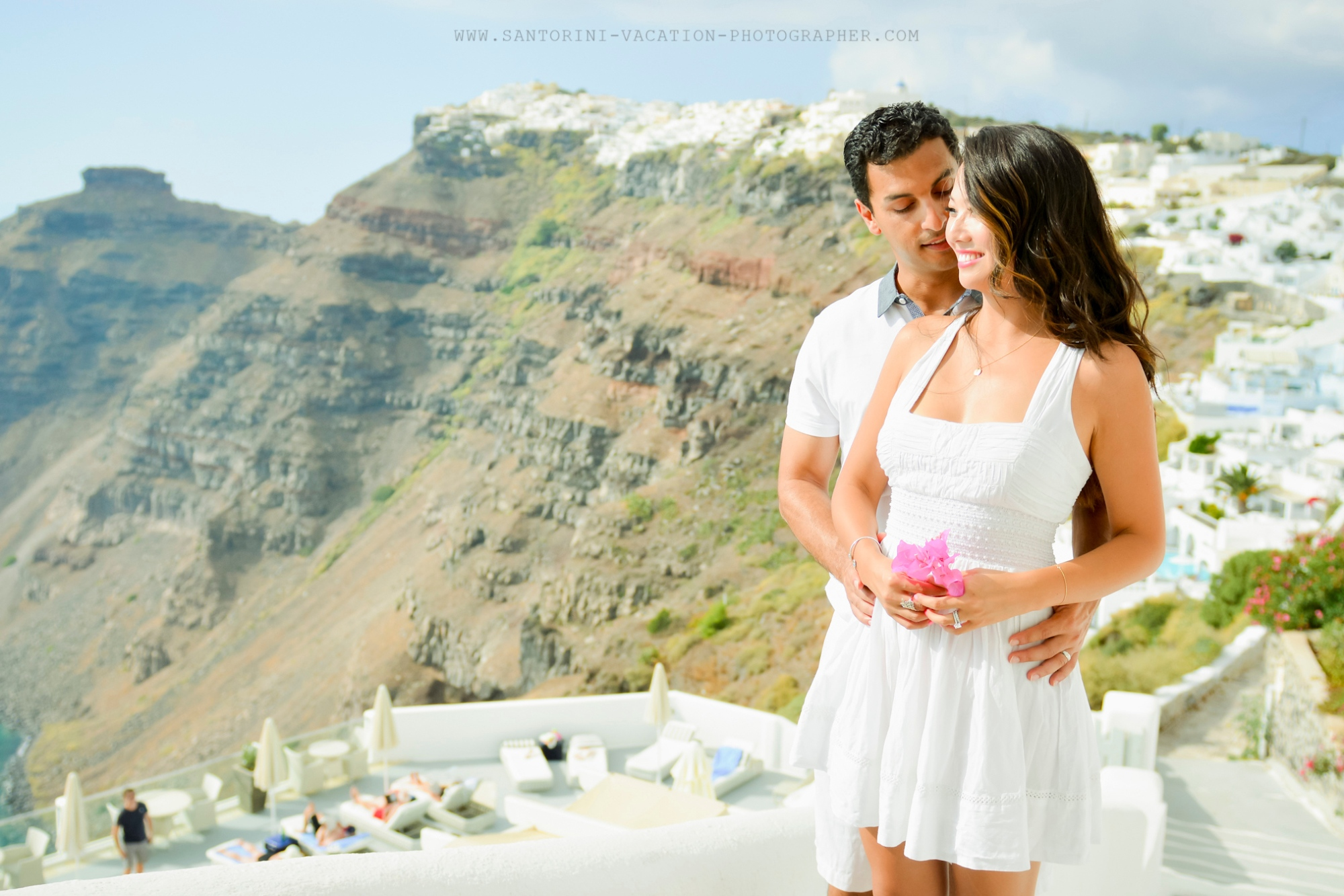 Santorini-photographer-Anna-Shulte-couples-engagement-photo-shoot-in-Greece-3