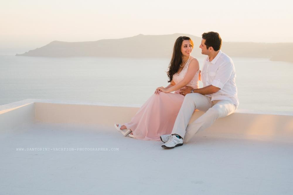 Sunset-photo-shoot-Santorini-engagement-elegant-004