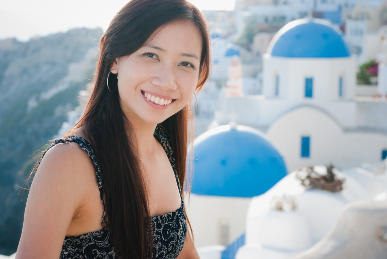 Santorini-oia-photo-session-three-blue-churches-2