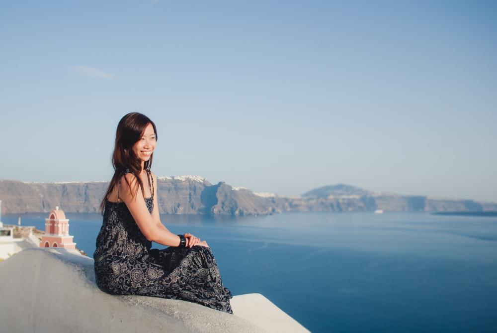 Santorini-oia-photo-session-three-blue-churches-4