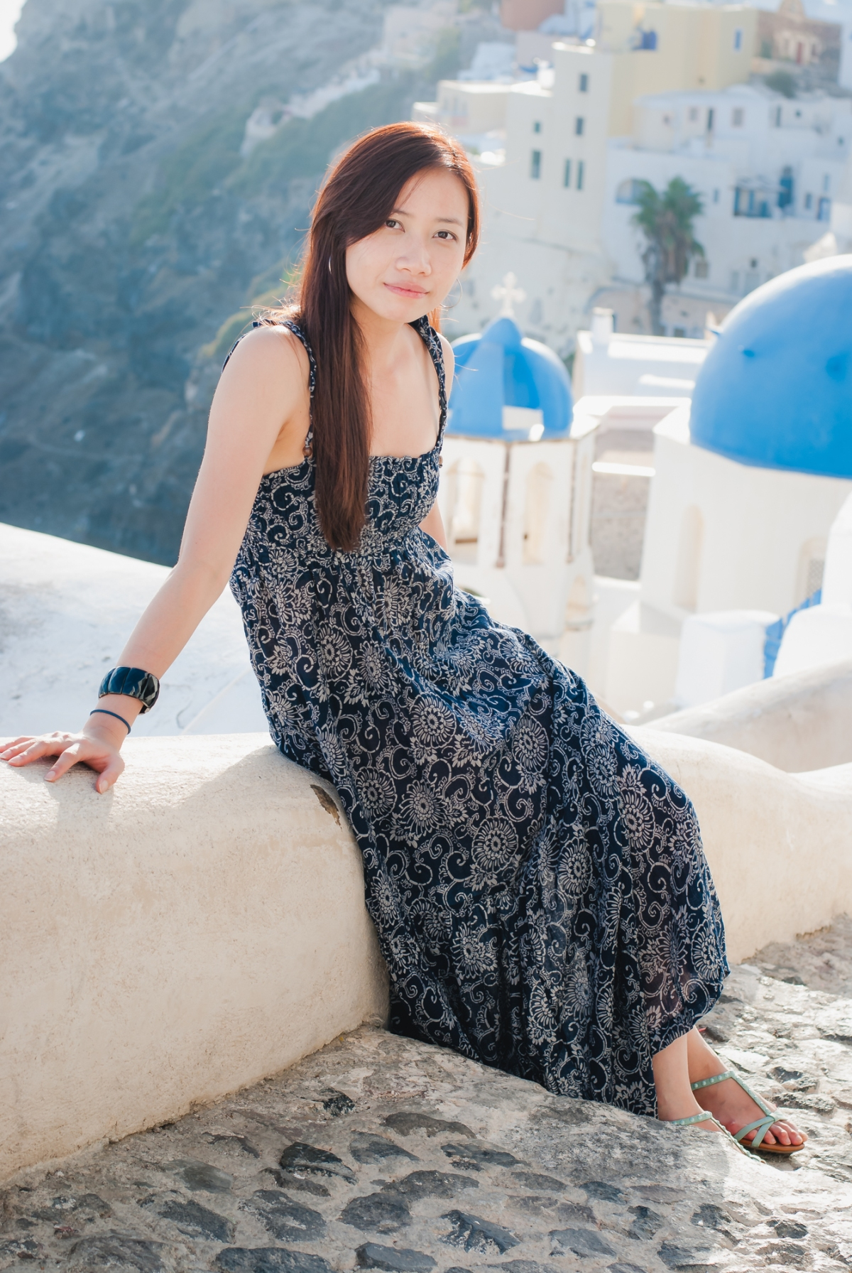 Santorini-oia-photo-session-three-blue-churches