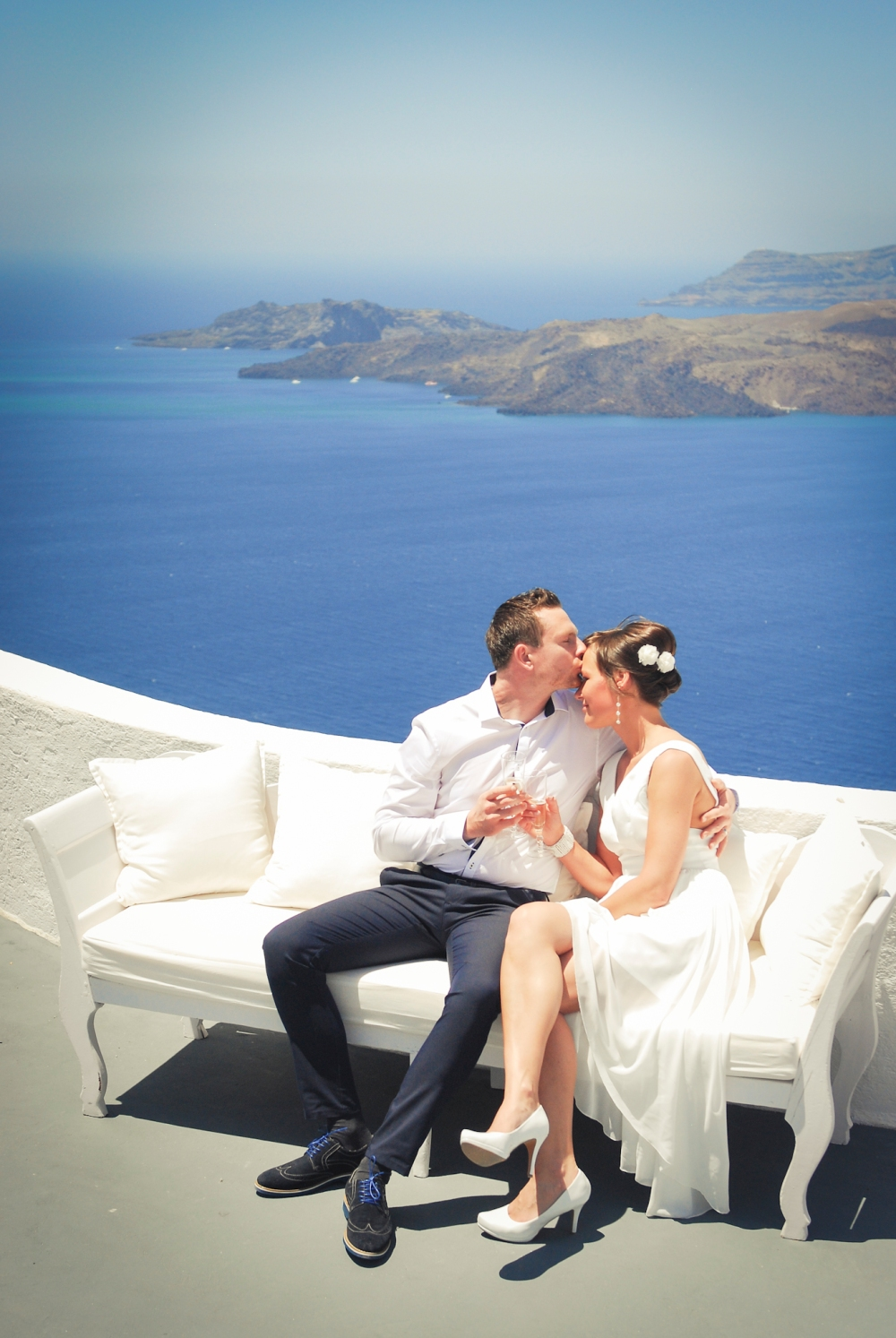 Newly weds photo shoot. Santorini.