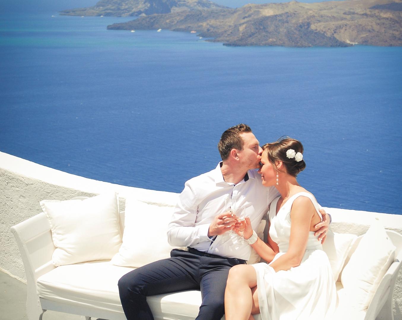Newly weds photo shoot. Santorini.