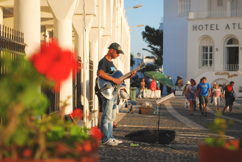 Musician in streets of Fira