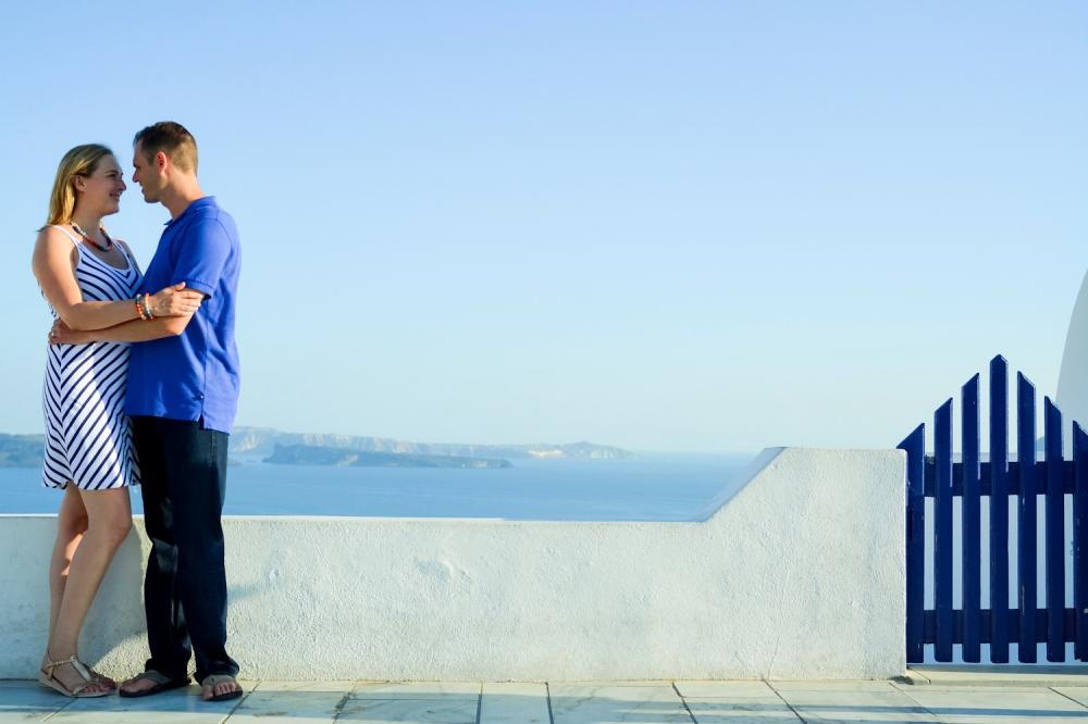 Santorini-portrait-session-couple-photo-shoot-002