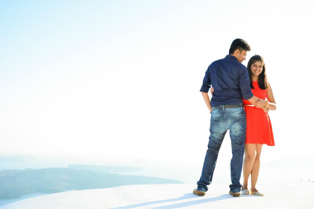 Santorini-portrait-session-couple-photo-shoot-006
