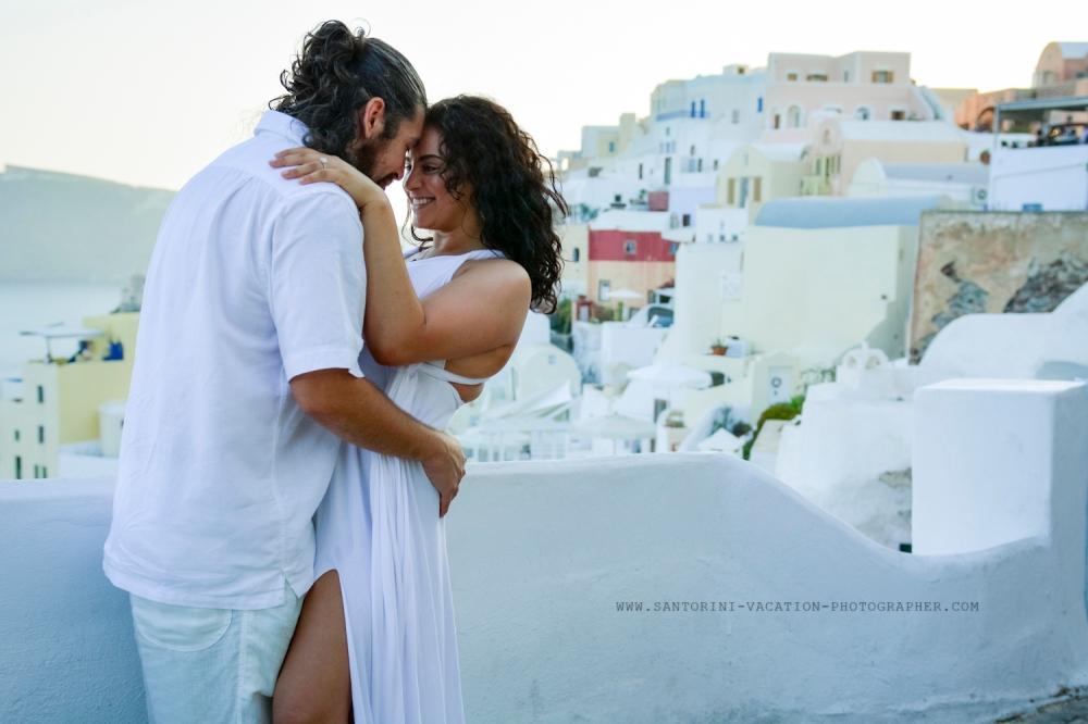 Santorini-portrait-session-couple-photo-shoot-008