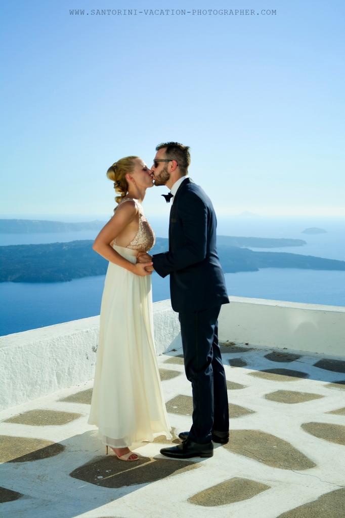 Santorini_non-tradicional_wedding_Skaros_rock_photographer_Anna_Shulte-13