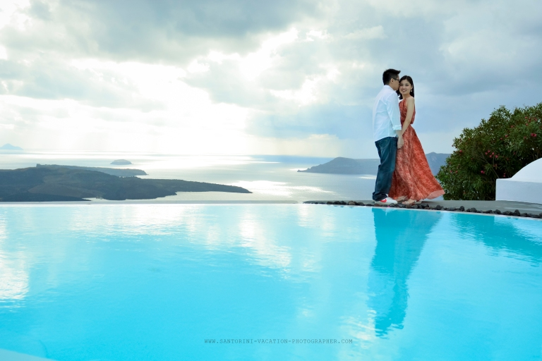 Photo-session-Santorini-October-weather-honeymoon-shoot