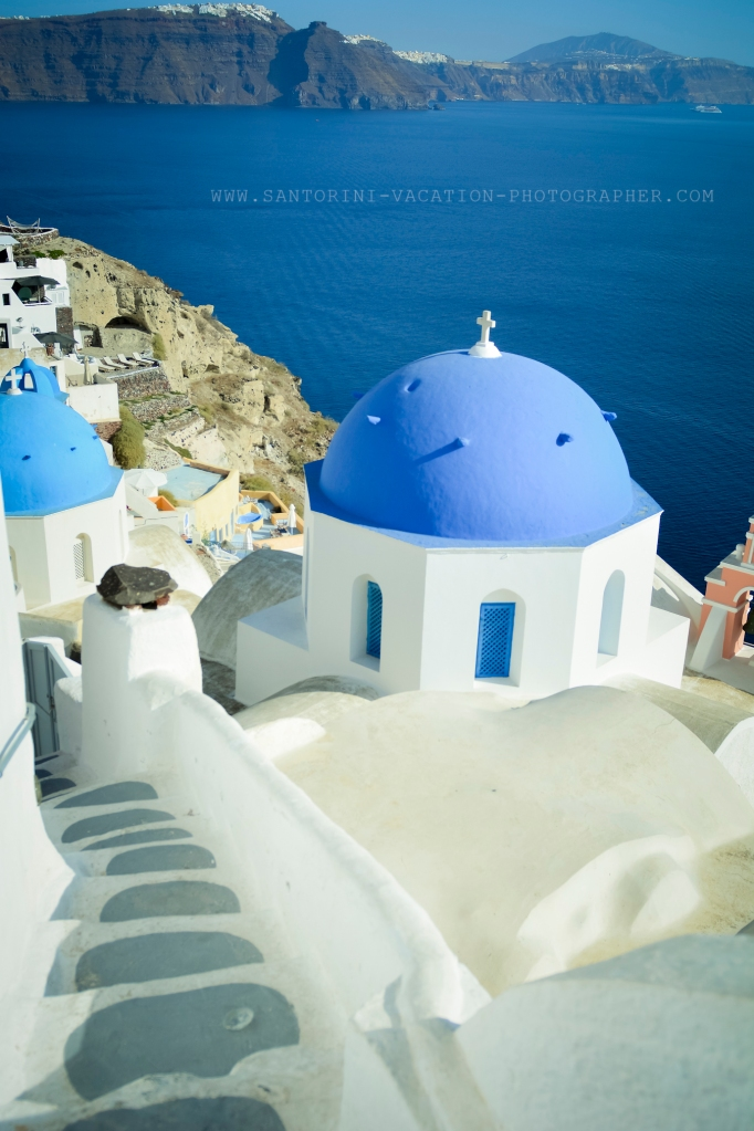 CYCLADES ARCHITECTURE Santorini white and blue