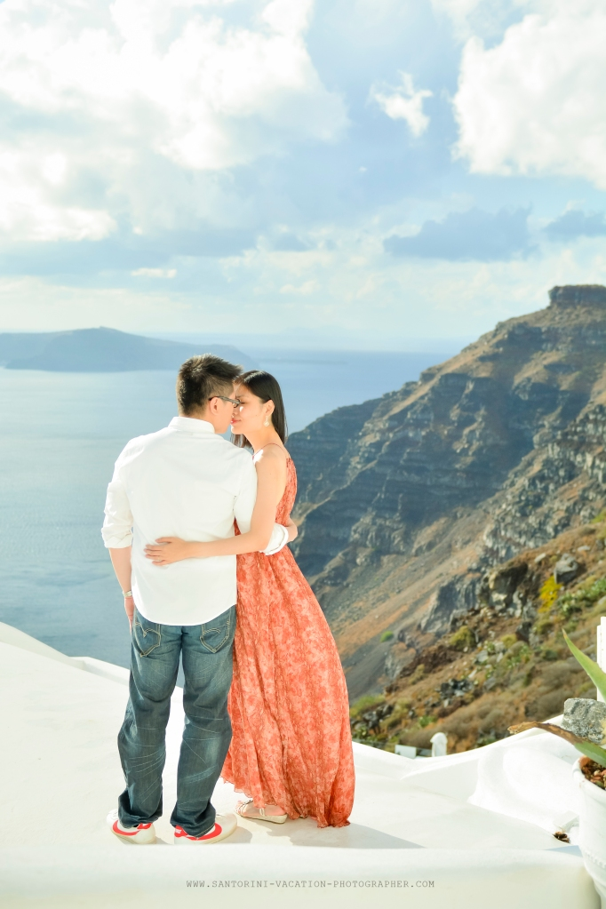 Santorini-Photo-session-October-storm-honeymoon-shoot (2)