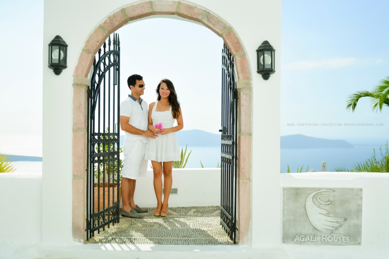 Engagement photo session in Santorini.