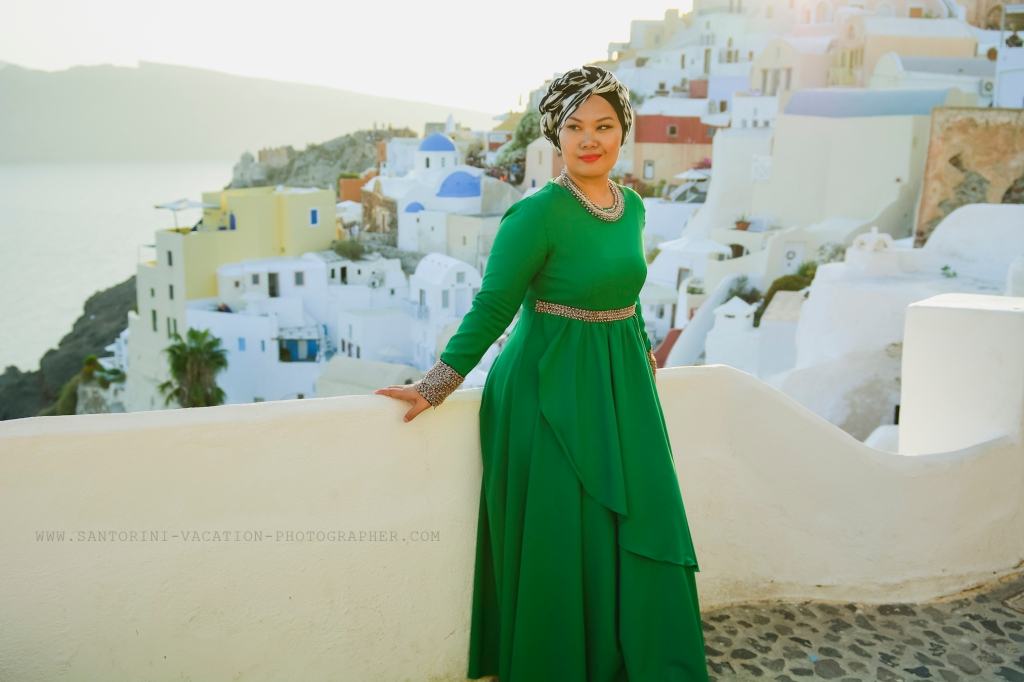 Solo traveler in Santorini