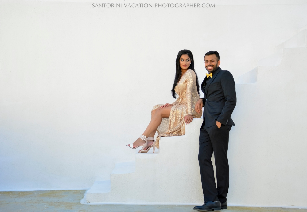 Santorini photographer photo session couple portrait