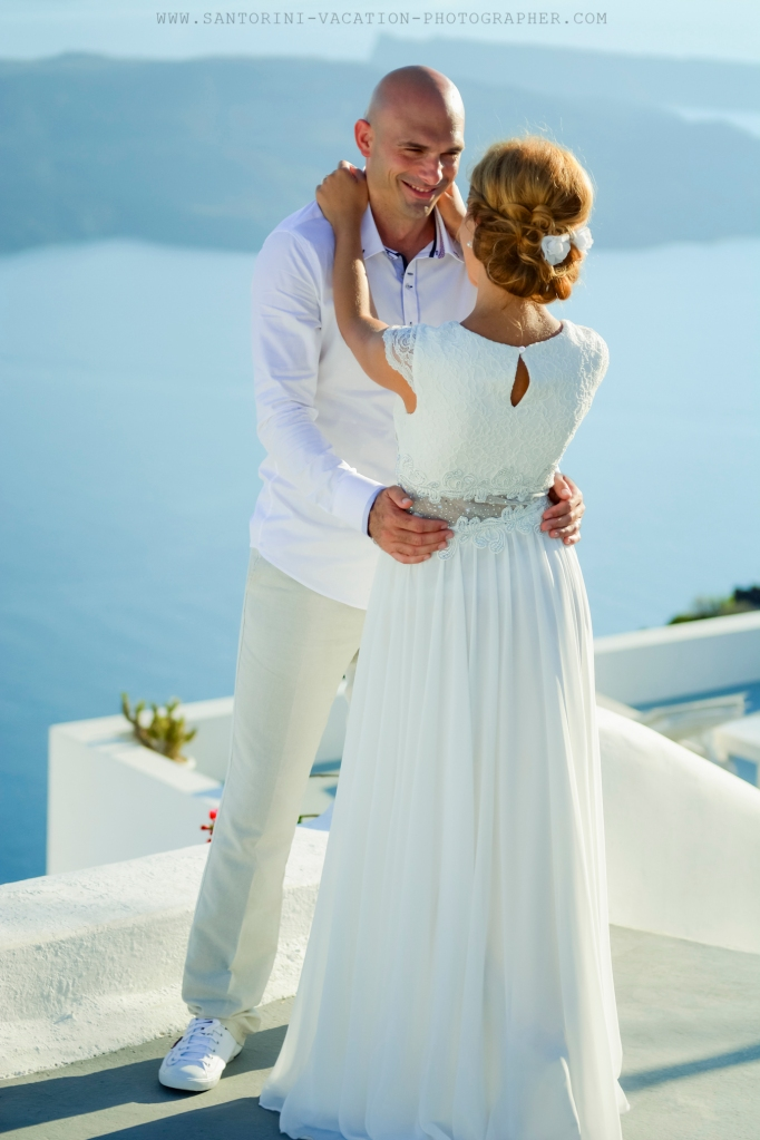 Santorini_based_portrait_photographer_wedding_shoot_004