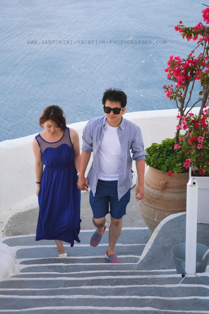 Santorini photo shoot with couple from Korea.