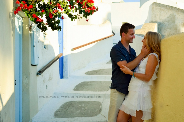 Greece-photo-session-holiday-loving-couple-Santorini-2