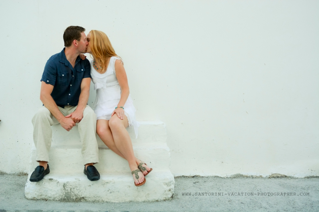 Greece-photo-session-holiday-loving-couple-Santorini-3