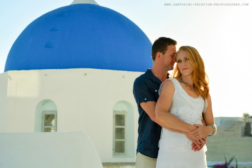 Greece-photo-session-holiday-loving-couple-Santorini