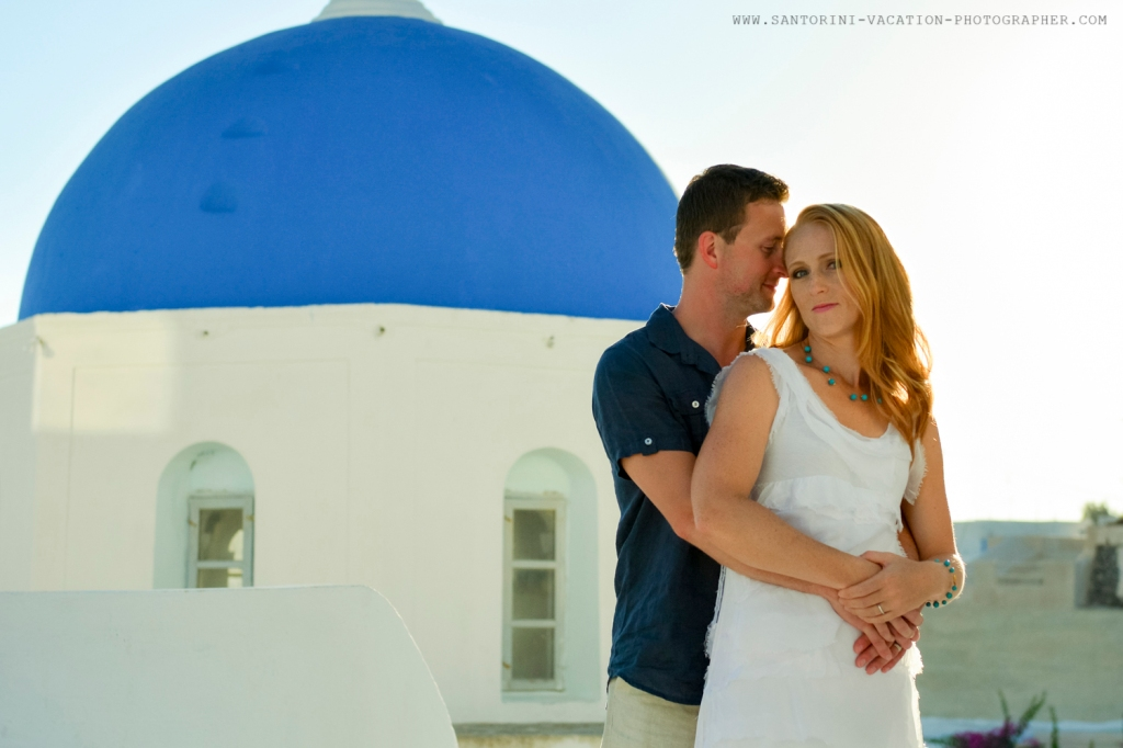 Greece-photo-session-holiday-loving-couple-Santorini