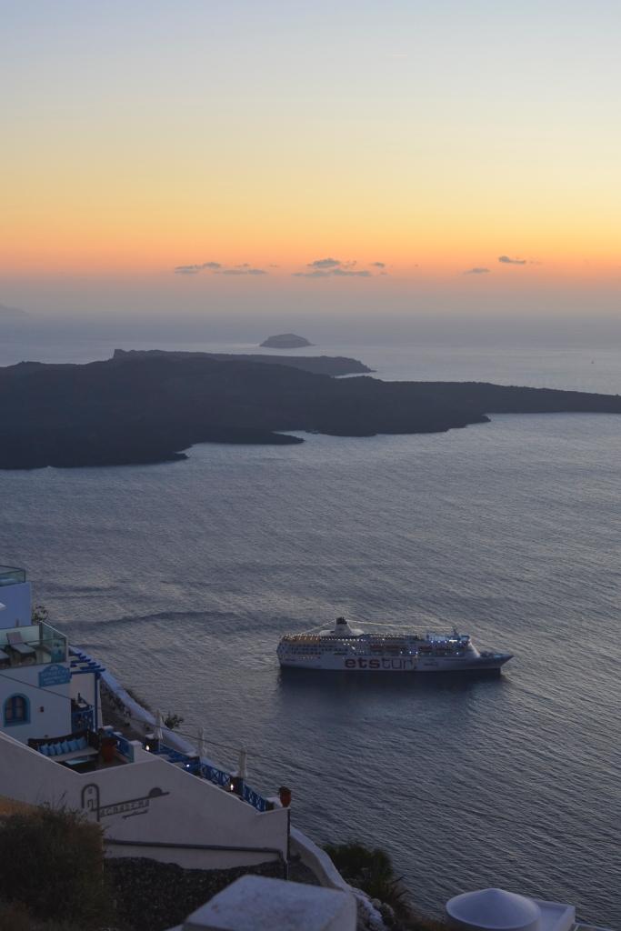 Santorini-cruise-ship-sunset-photography