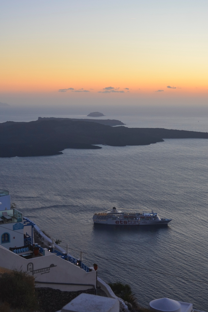 Santorini-cruise-ship-sunset-photography