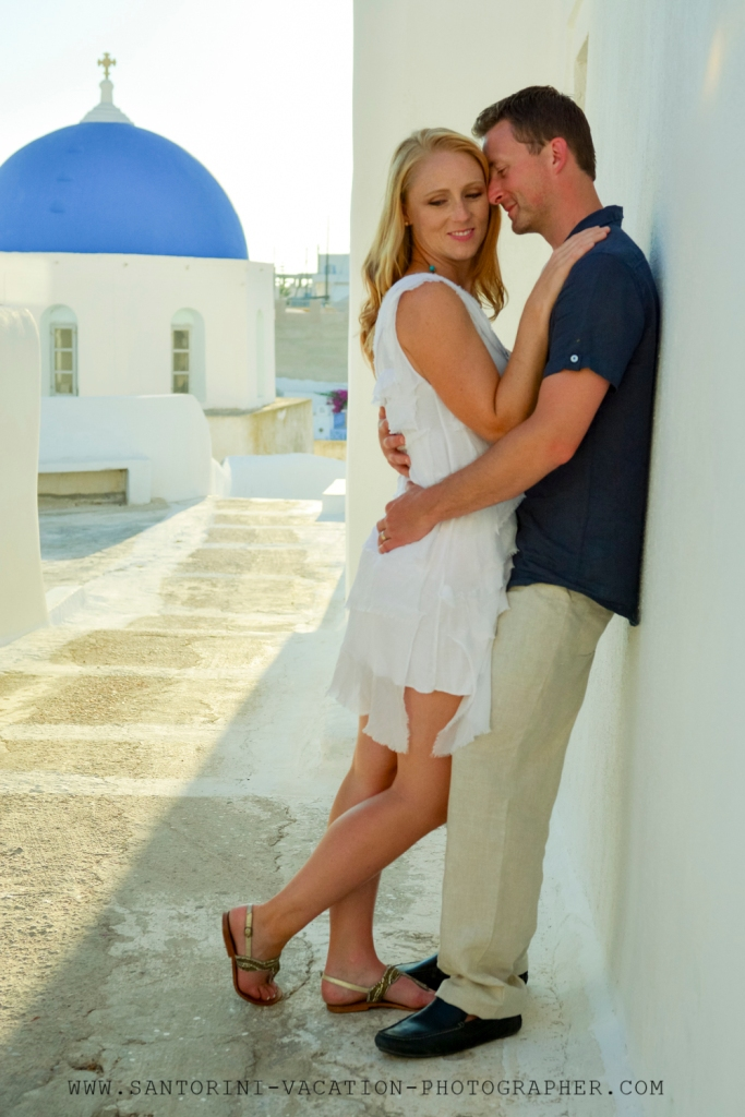 Santorini-holiday-couple-portraits-Megalochori-sunset-greece