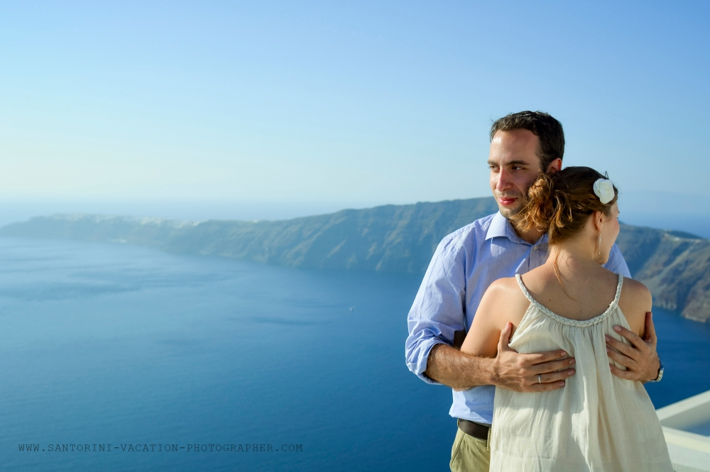 Santorini_photographer_couple_portraits_honeymoon_story-4