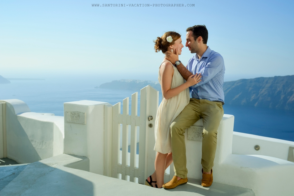 Santorini_photographer_destination_honeymoon_romatic_photo_shoot-3