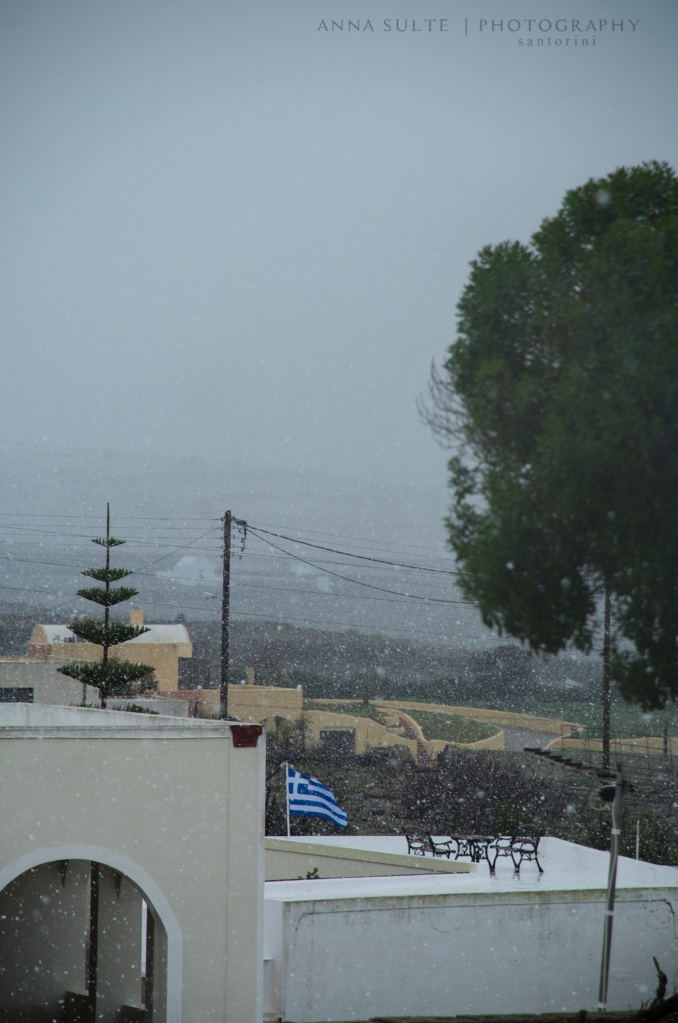 Snow-in-Santorini-2015-winter (4)