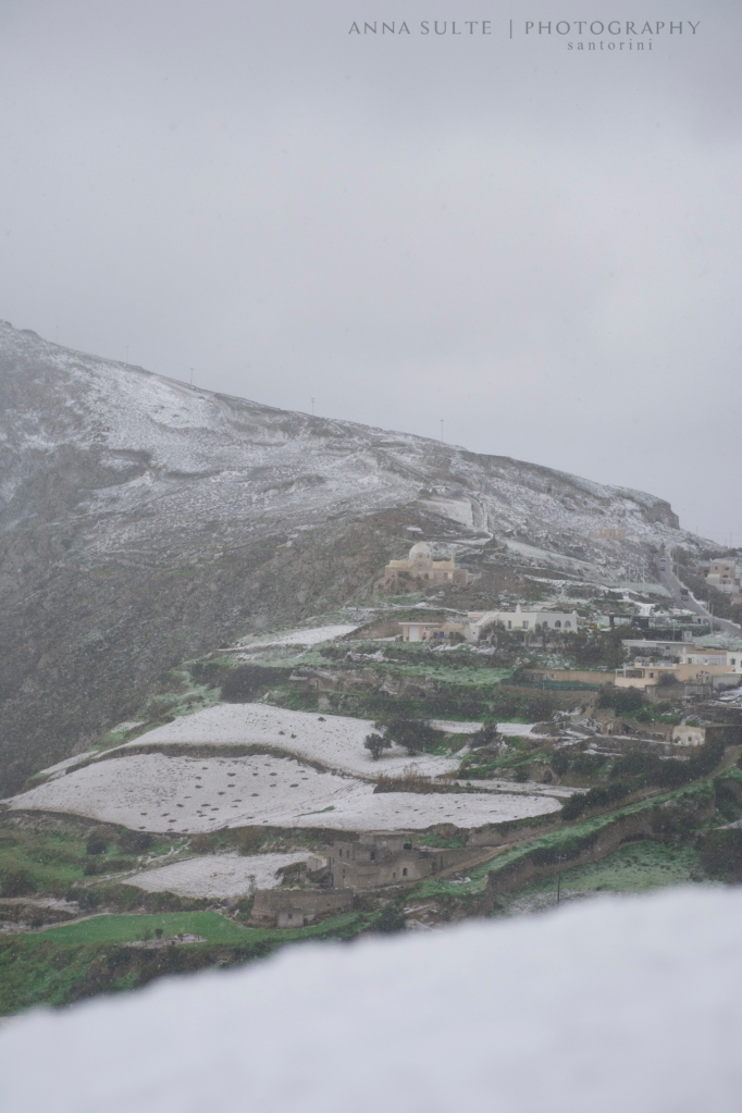 Snowing-in-Santorini-2015-winter
