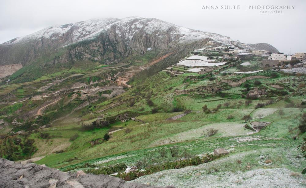 Snows-in-Santorini-2015-winter-wiev-from-Pyrgos