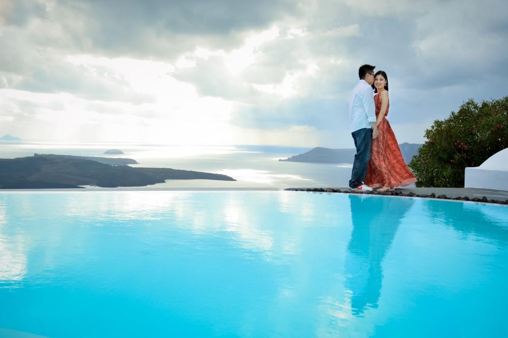 Santorini_photo-shoot-Firostefani-couples-portraits