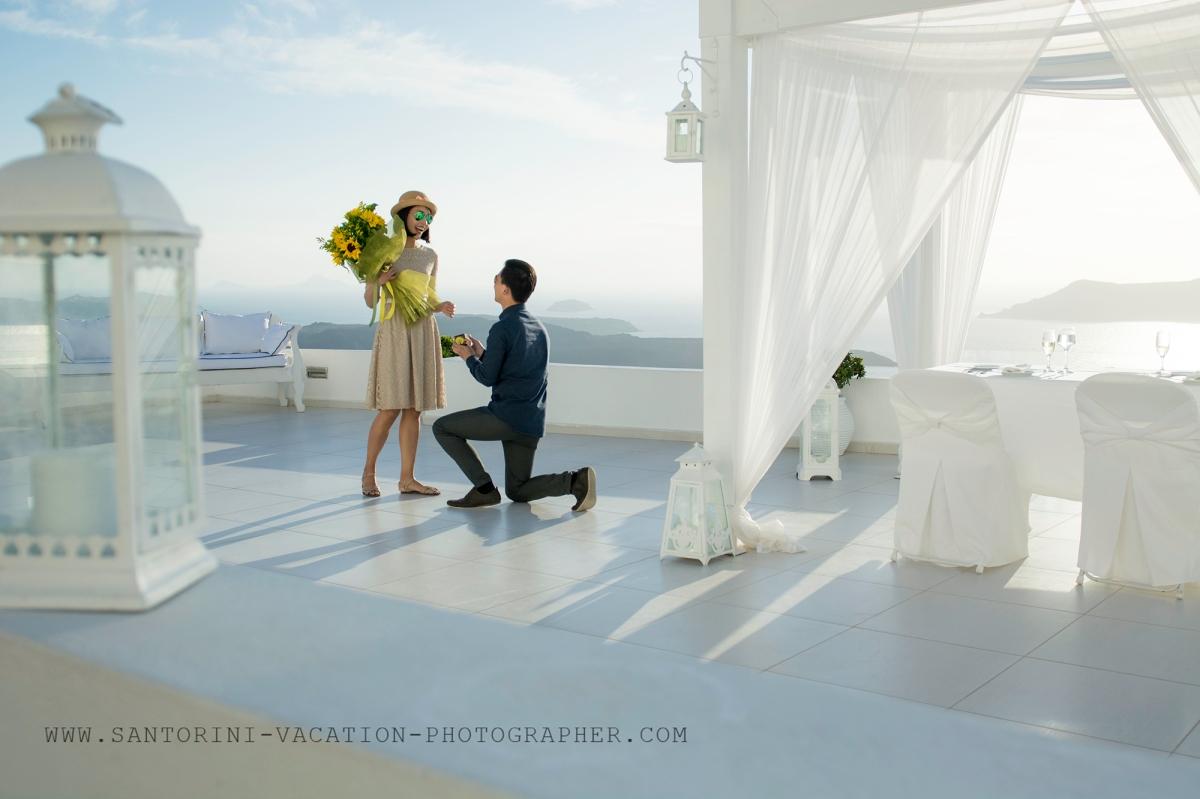 Amazing-Santorini-proposal-engagement-shoot