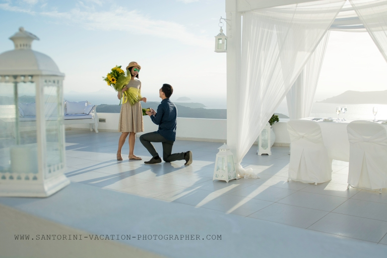 Amazing-Santorini-proposal-engagement-shoot