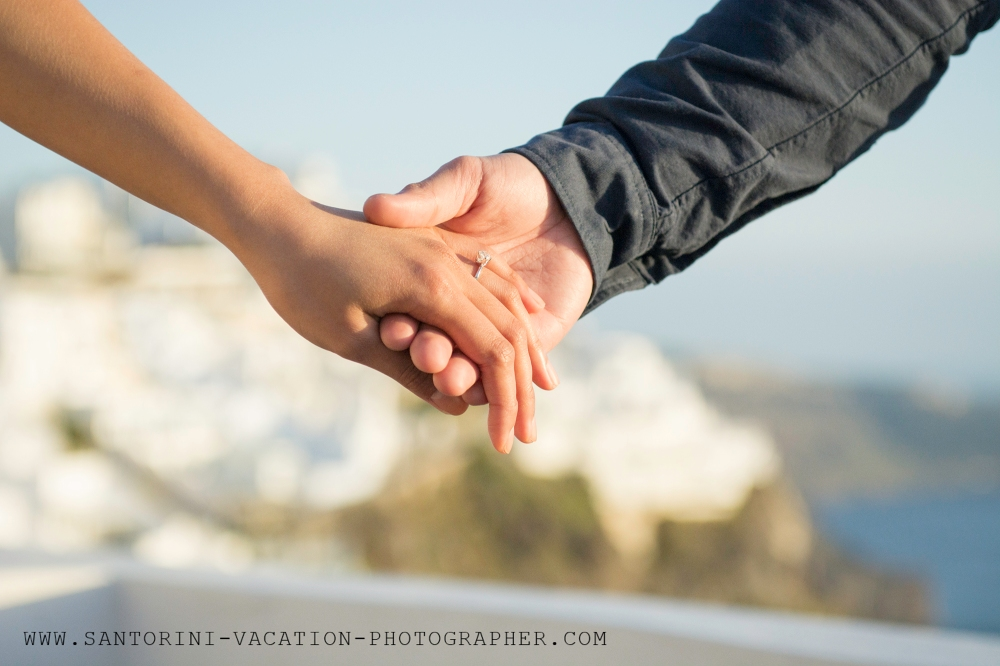Engaged-in-Santorini-destination-proposal