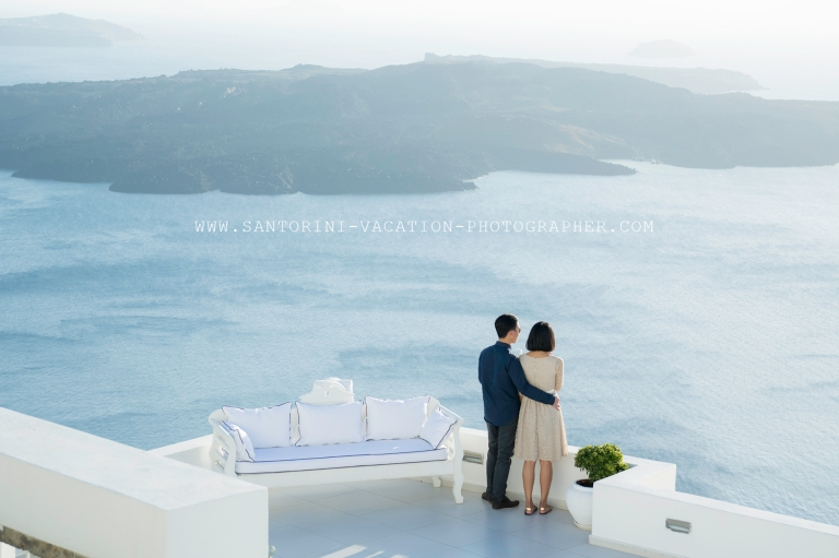 Santorini-engagement-photo-shoot-dana-villas