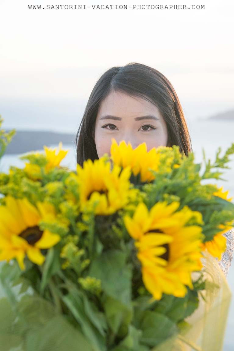 Santorini-photo-shoot-flowers-elegant