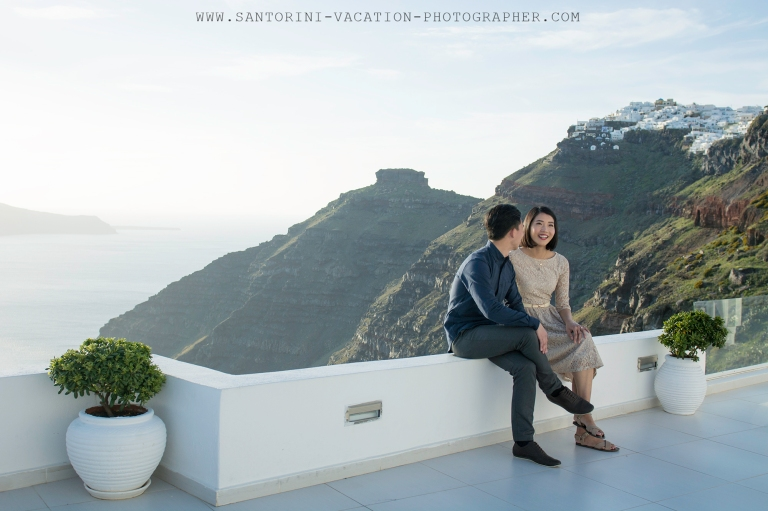 Santorini-photo-shoot-with-anna-sulte-relaxed
