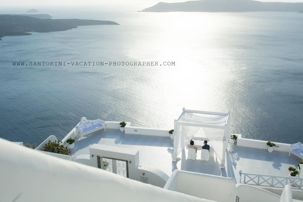 Santorini-sunset-romatic-portrait-shoot-destination-location