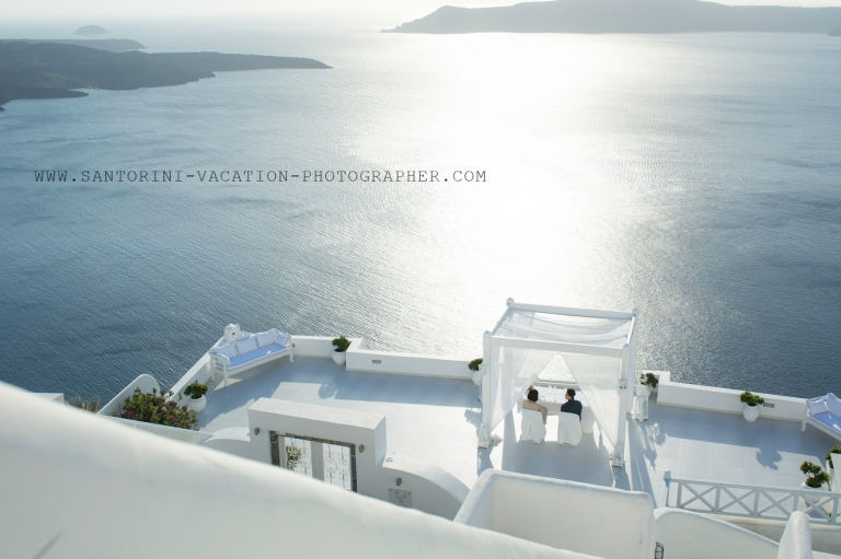 Santorini-sunset-romatic-portrait-shoot-destination-location