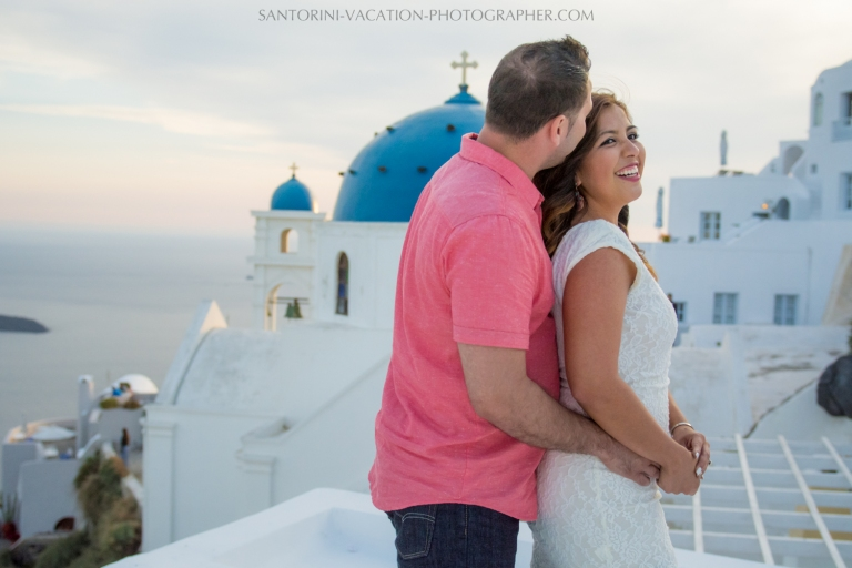 portrait-session-Santorini-Greece-at-sunset-caldera-001