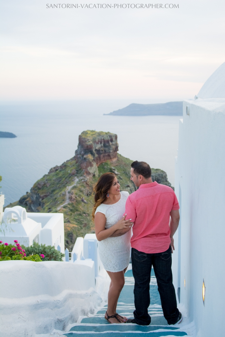 portrait-session-Santorini-Greece-at-sunset-caldera-002