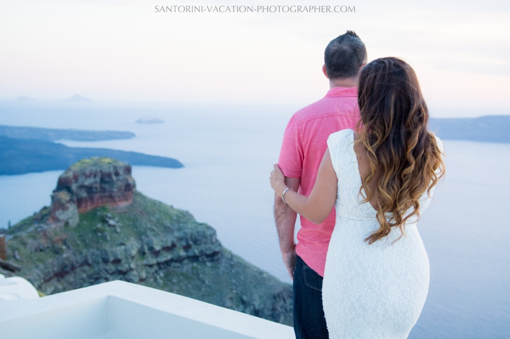 portrait-session-Santorini-Greece-at-sunset-caldera-003