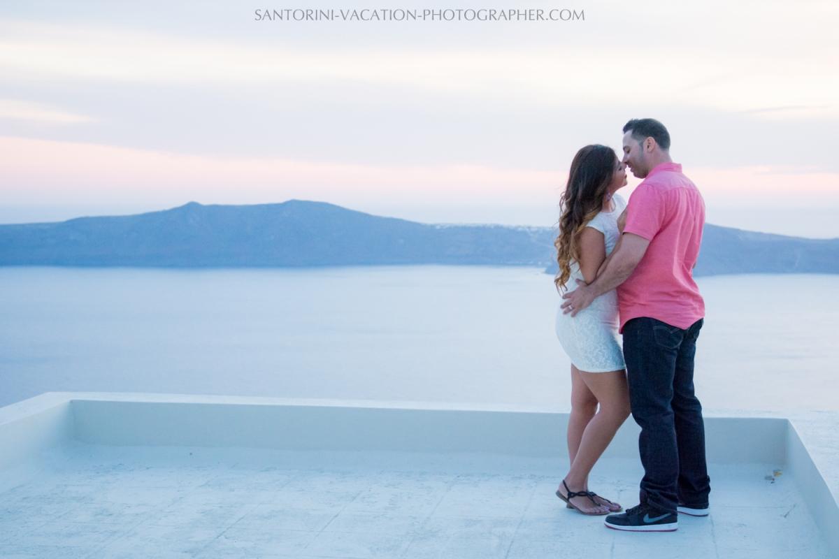 portrait-session-Santorini-Greece-at-sunset-caldera-004