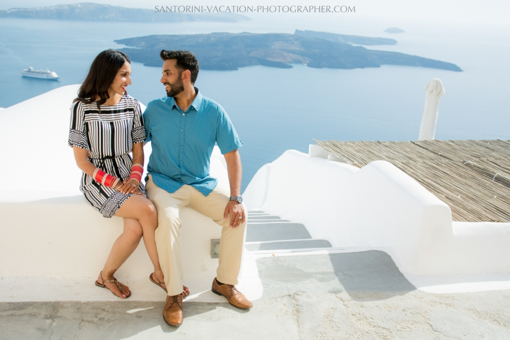 Stylish-honeymoon-photo-session-Santorini-03